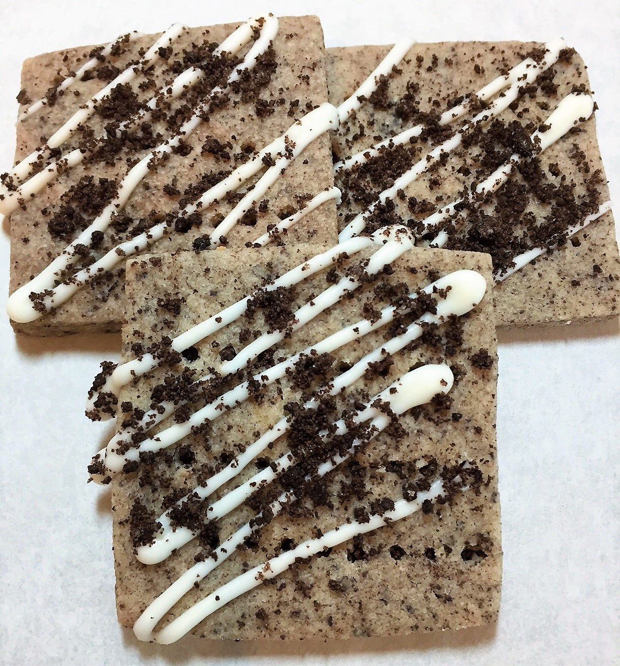 Shortbread with crushed Oreo cookies and a vanilla drizzle