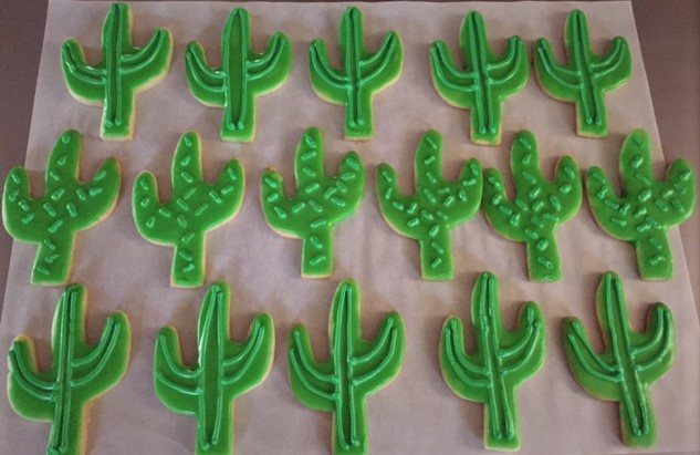 iced cactus cookies