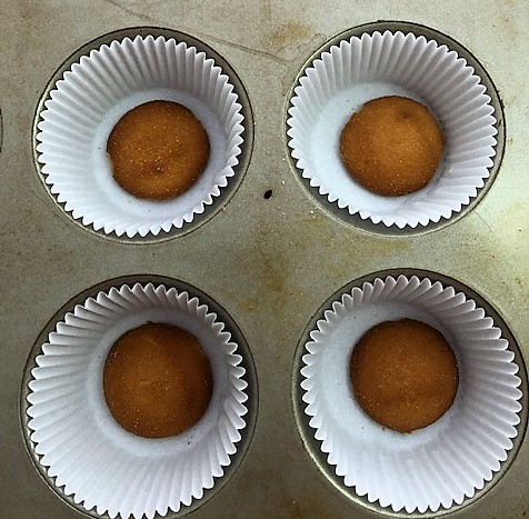 nilla wafer in bottom of cupcake liners