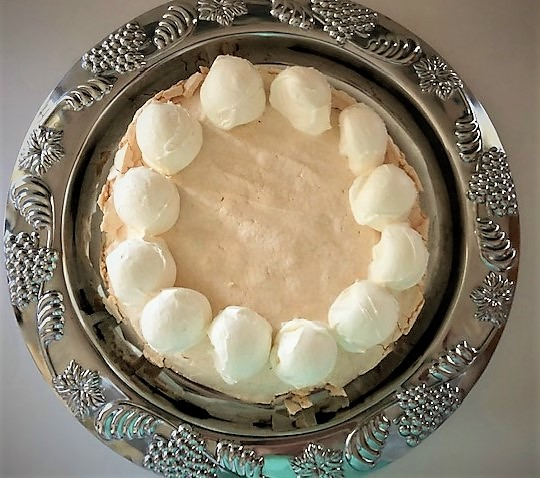 pavlova with cream