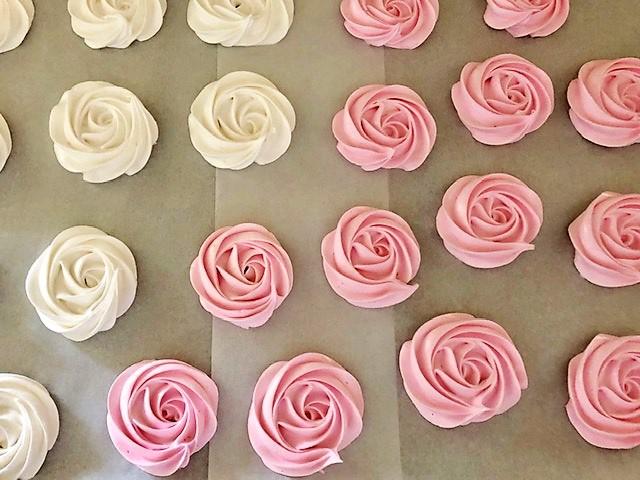piping rose meringues