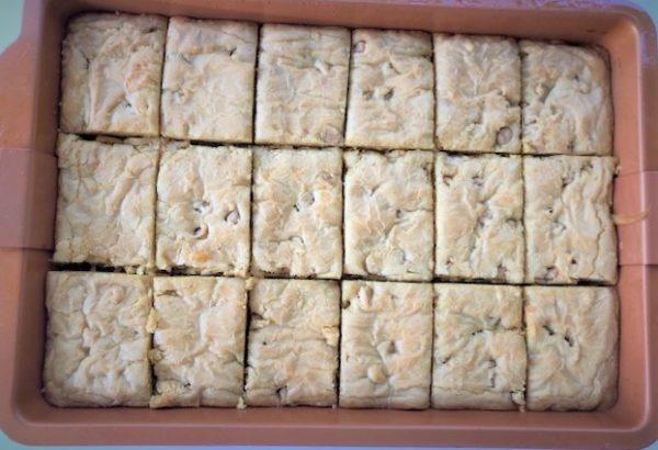 baked caramel blondie squares