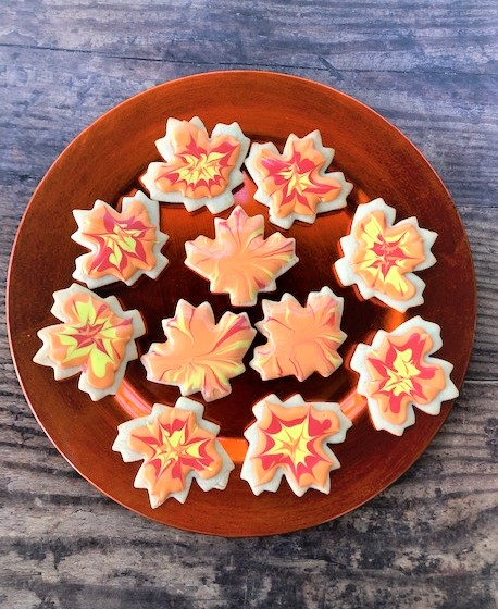 two design of fall leaf cookies