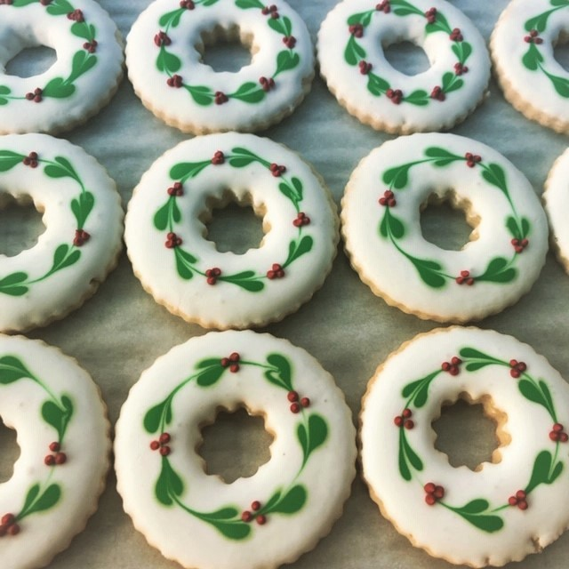 wreath sugar decorated cookies