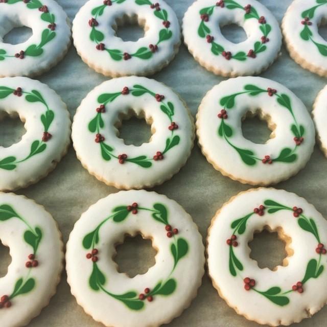 wreath sugar decorated cookies