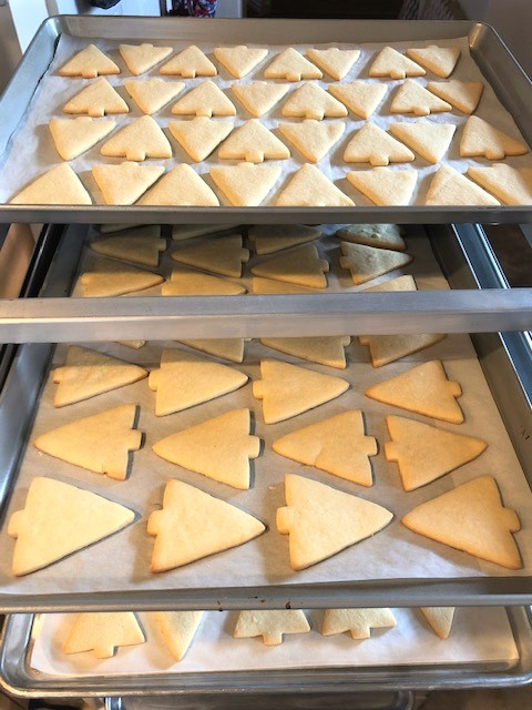 baked undecorated chritmas cookies