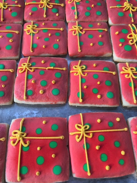 red gift cookies