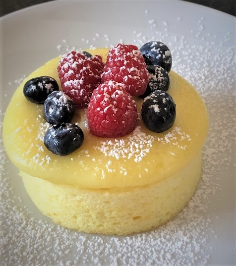 orang pudding cake with fresh berries