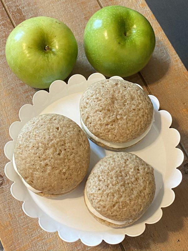 apple pie whoopie pie