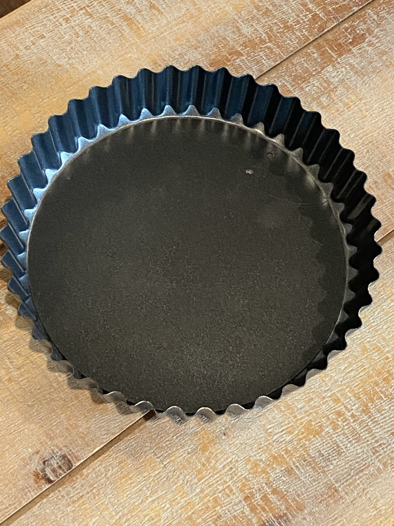 empty tart pan